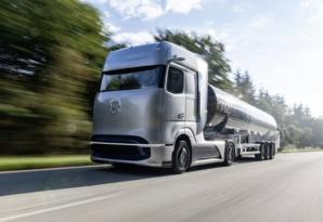 A Mercedes-Benz hydrogen tractor could traverse the road in 2 years